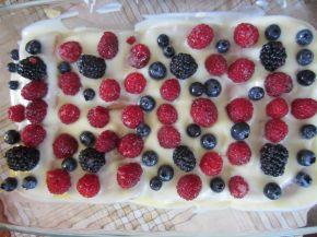 Снимка 2 от рецепта за Лятна бисквитена торта с горски плодове