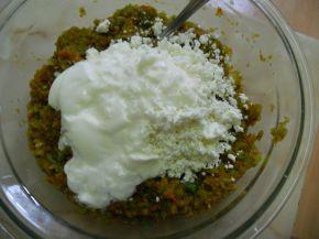 Снимка 3 от рецепта за Лютика със сирене и яйца