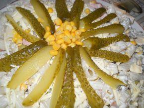 Снимка 2 от рецепта за Макаронена салата с кисели краставички, грах и царевица