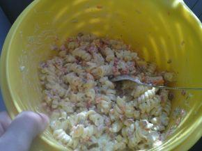 Снимка 3 от рецепта за Макаронена салата с кисели краставички, грах и царевица