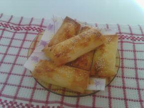 Снимка 3 от рецепта за Малки банички със сусам и сирене