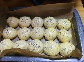 Снимка 2 от рецепта за Малки топки с айран
