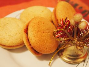 Снимка 3 от рецепта за Меденки с шипков мармалад