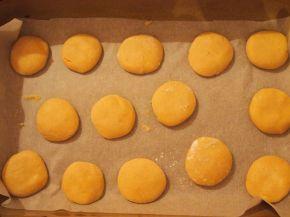 Снимка 4 от рецепта за Меденки с шипков мармалад