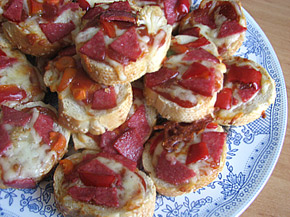 Снимка 1 от рецепта за Мини пици с хляб