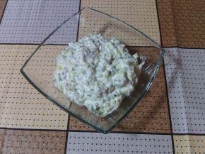 Снимка 2 от рецепта за Млечна салата с краставици и орехи