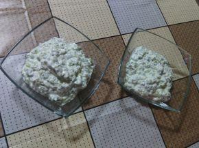 Снимка 3 от рецепта за Млечна салата с краставици и орехи