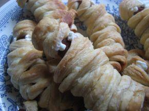 Снимка 1 от рецепта за Мумии от бутер тесто за Хелоуин
