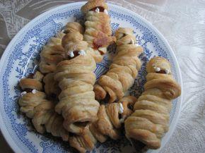 Снимка 2 от рецепта за Мумии от бутер тесто за Хелоуин