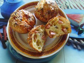 Снимка 2 от рецепта за Мъфини с пилешки кренвирши, чушки и кашкавал