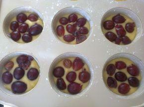 Снимка 3 от рецепта за Мъфини с цариградско грозде