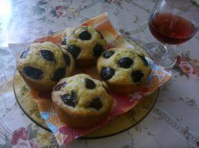 Снимка 3 от рецепта за Мъфини с вишни и вишновка