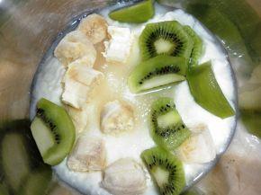 Снимка 3 от рецепта за Напитка от киви и банан
