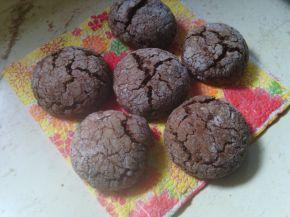 Снимка 3 от рецепта за Напукани какаови сладки с орехи