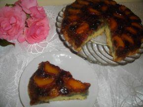 Снимка 2 от рецепта за Обърнат сладкиш с вишни и праскови