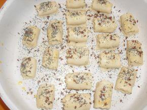 Снимка 7 от рецепта за Охлювчета с маслинка