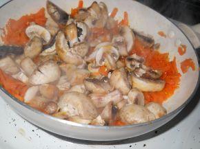 Снимка 3 от рецепта за Омлет с плънка от гъби, моркови и сирене Едам