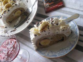 Снимка 2 от рецепта за Орехово руло с банани, крем и шоколад