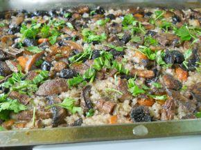 Снимка 2 от рецепта за Ориз с гъби, моркови и маслини