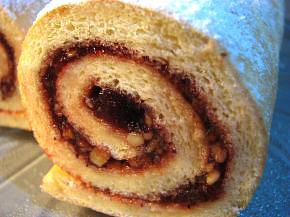 Снимка 1 от рецепта за Пандишпанено руло с конфитюр
