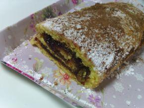 Снимка 9 от рецепта за Пандишпанено руло с конфитюр