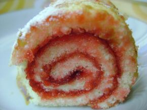 Снимка 6 от рецепта за Пандишпанено руло с конфитюр