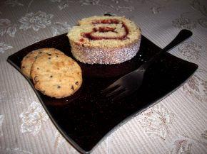 Снимка 7 от рецепта за Пандишпанено руло с конфитюр