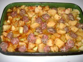 Снимка 2 от рецепта за Печени кюфтета с картофи и тиквички