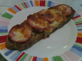 Снимка 10 от рецепта за Печени сандвичи с наденица и кашкавал