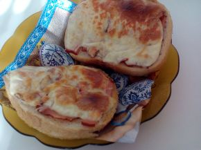 Снимка 11 от рецепта за Печени сандвичи с наденица и кашкавал