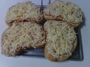Снимка 6 от рецепта за Печени сандвичи с наденица и кашкавал