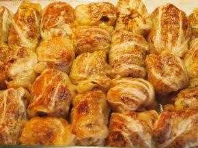 Снимка 3 от рецепта за Печени сармички с млечен сос