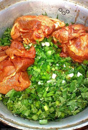 Снимка 3 от рецепта за Печено агнешко върху канапе от зелен лук и гьозум