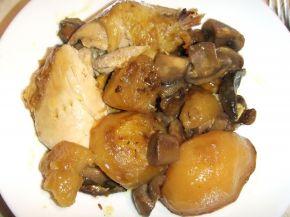 Снимка 4 от рецепта за Печено пиле с гъби, картофи и счукан чесън