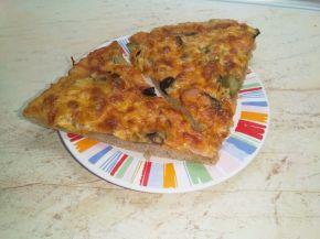 Снимка 2 от рецепта за Пикантна пица