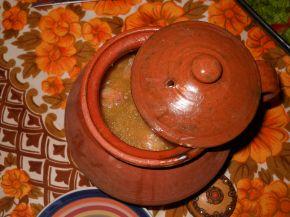 Снимка 2 от рецепта за Пикантна свинска пача в гърне