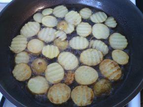 Снимка 4 от рецепта за Пикантни пържени картофки