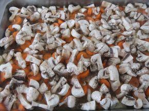 Снимка 6 от рецепта за Пилешки филета с моркови и гъби