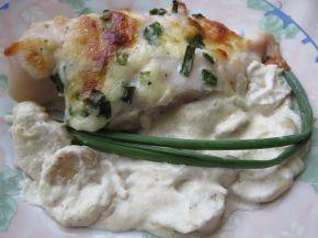 Снимка 5 от рецепта за Пилешки гърди, пълнени с кашкавал и гъбен сос с горчица
