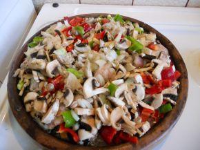 Снимка 2 от рецепта за Пилешко със зеленчуци на сач
