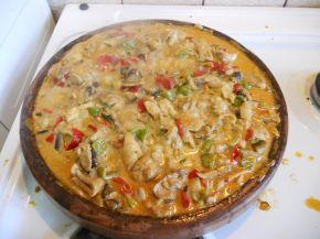 Снимка 4 от рецепта за Пилешко със зеленчуци на сач