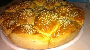 Снимка 2 от рецепта за Питка с бекон и топено сирене