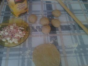 Снимка 3 от рецепта за Питчици от лимец и типово брашно с пълнеж от сирене и кренвирши