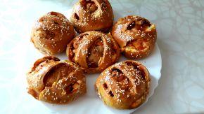 Снимка 6 от рецепта за Питчици от лимец и типово брашно с пълнеж от сирене и кренвирши