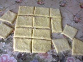 Снимка 3 от рецепта за Питки, рязани с чиния