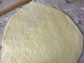 Снимка 4 от рецепта за Питки, рязани с чиния