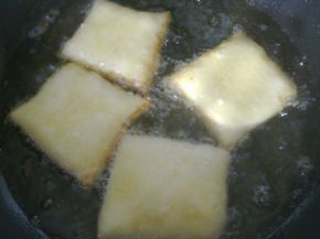 Снимка 8 от рецепта за Питки, рязани с чиния