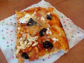 Снимка 5 от рецепта за Пица с кашкавал, сирене и луканков салам