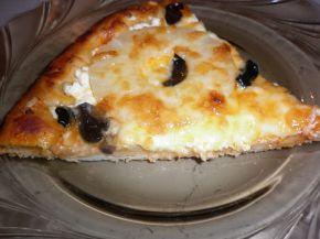 Снимка 4 от рецепта за Пица с моцарела, ананас и маслини