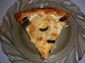 Снимка 5 от рецепта за Пица с моцарела, ананас и маслини